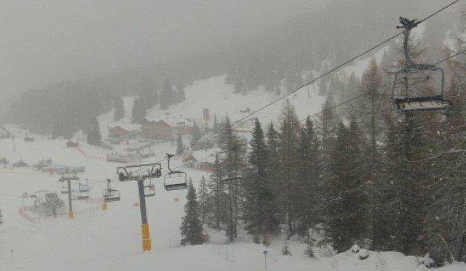 pista da sci dove utilizzare maschere da sci per nebbia