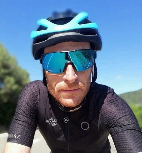 Occhiale da ciclismo su strada a mascherina lente specchiata blu modello performance nero blu
