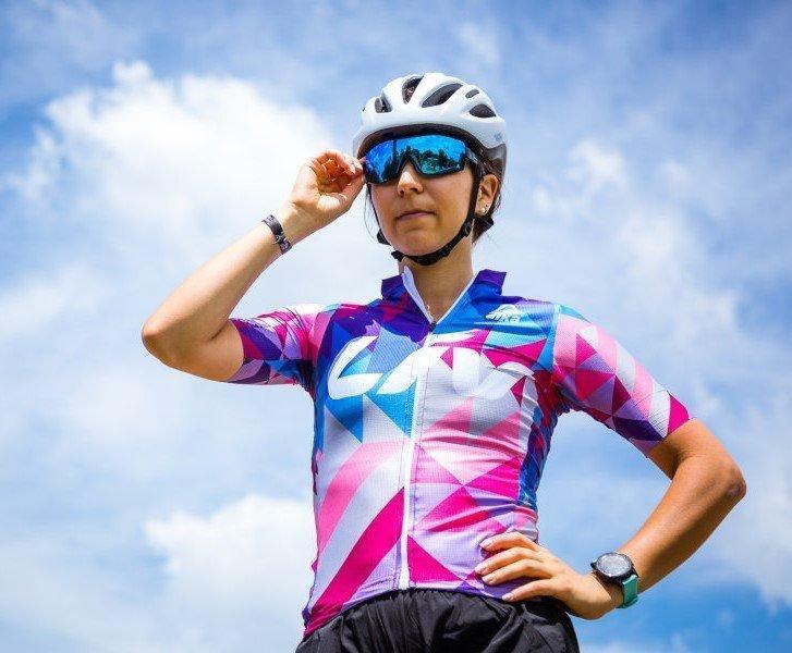 occhiale da donna a mascherina per ciclismo con lente specchiata blu modello performance