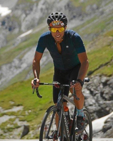 occhiale per ciclismo su strada con lente specchiata arancio modello performance nero giallo